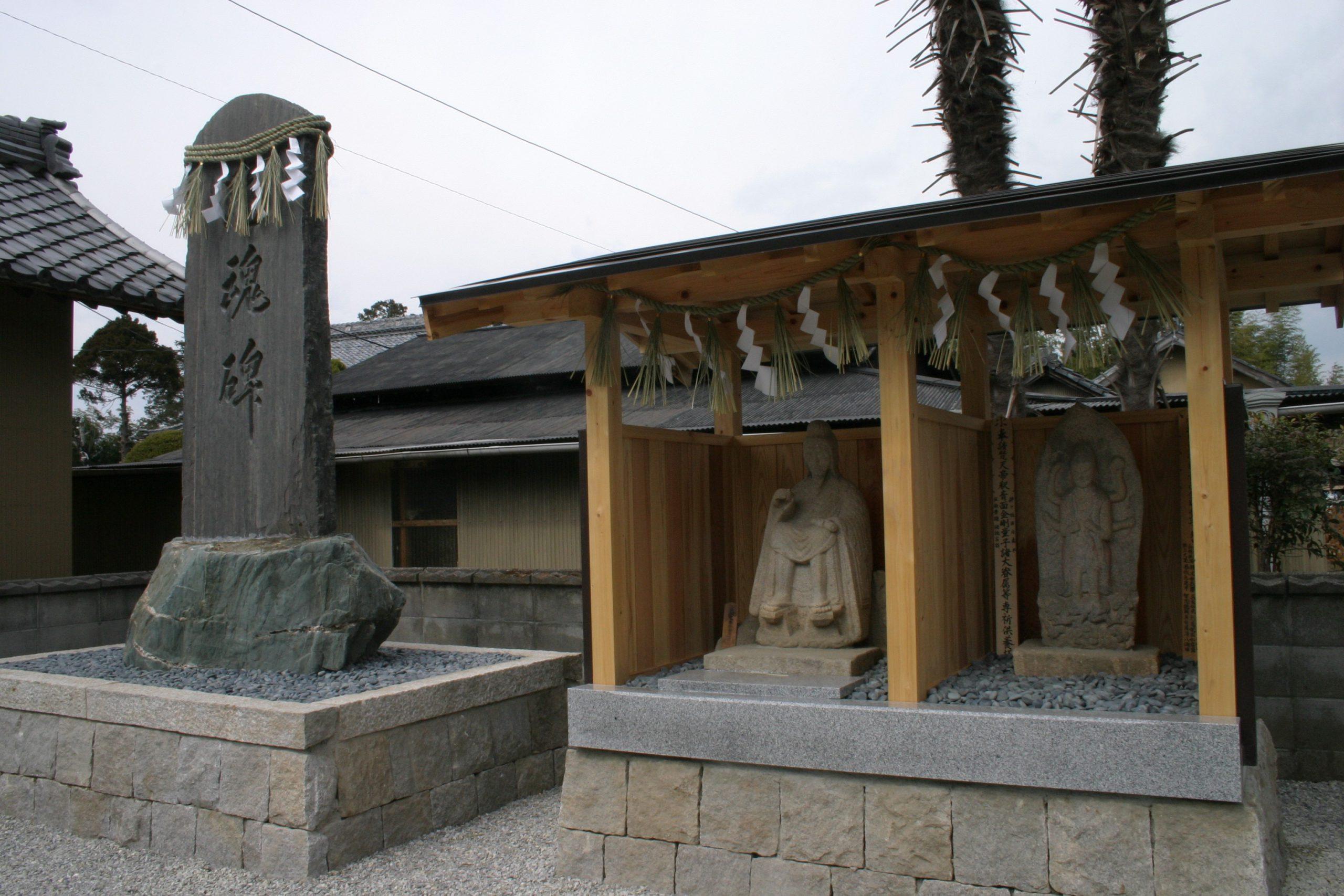 境内⑨忠魂碑・行者堂・庚申堂