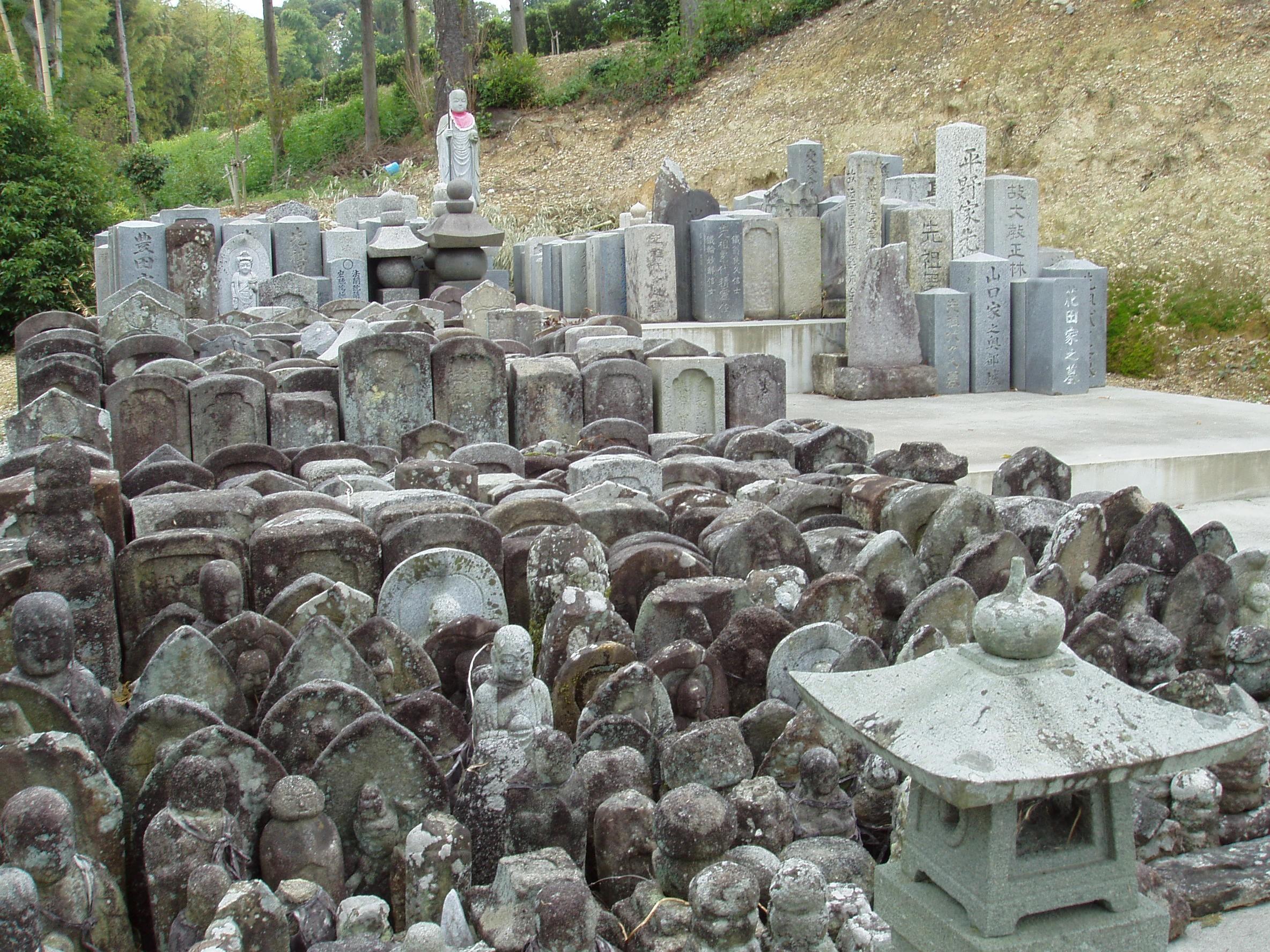 境内⑫無縁仏墓所